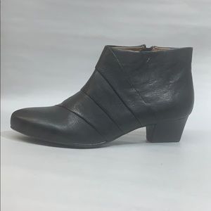 Sofft-Women's •Racheal• Bootie-Black Leather